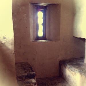Большинство окошек в замке вот такие узкие.