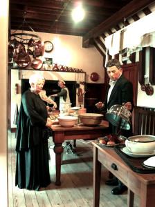 Кухня, сердце дома :) в ней есть и кладовая, и холодильная.